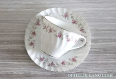 Charmingly shabby chic set of four white vintage tea cups and saucers. Swirl pattern featuring a pink rose garland motif with silver trim. A perfect set for a shower or tea party. Vintage Shabby Chic, Vintage Tea, White Tea Cups, Rose Garland, Swirl Pattern, China Patterns, Tea Cup Saucer, Fine China, Cottage Chic