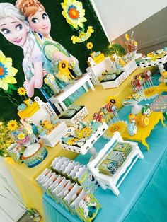 a refreshing Frozen Fever Party! Love the Dessert Table! 4th Birthday Parties, Birthday Party Decorations, 3rd Birthday, Festa Frozen Fever, Frozen Summer, Disney Frozen Birthday, Frozen Theme Party, Elsa, Ideas Party