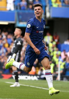 Chelsea's Mason Mount appears in line for England nod for September qualifiers Fc Chelsea, Chelsea Football, Football Shoes, College Football, Chelsea Fc Players, Chelsea Fc Wallpaper, Ashley Barnes, James Maddison, Iker Casillas