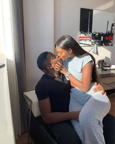 Discovered by shay. Find images and videos about love and couple on We Heart It - the app to get lost in what you love. Couple Goals Relationships, Relationship Goals Pictures, Couple Relationship, Black Love Couples, Cute Couples Goals, Couple Noir, Bae Goals, Photo Couple, Couple Aesthetic