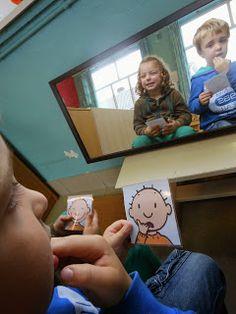 gevoelsprenten nabootsen: BLIJ, BOOS, BANG, VERDRIETIG, afschuw of verrast? Ontdek de taal van emoties. TIP's op www.LEKKER-in-je-VEL-spel.nl