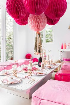 Decorate One Big Focal Point Instead Of Spreading Out Decorations Makes A Bigger Impact LaurenConrad Think Pink Birthday Party