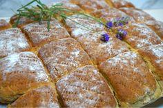Grovt morotsbröd i långpanna, ett riktigt gott och enklet bröd som har mycket smak från olika sorters mjöl och morötter. Perfekt frukostbröd. Tasty, Yummy Food, Bread Baking, Baked Goods, Food To Make, Sandwiches, Recipies, Goodies, Food And Drink