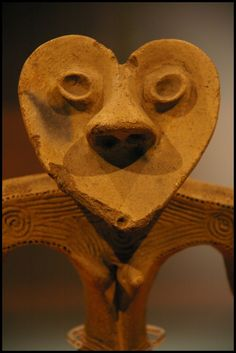 Japanese ancient clay figure from Jomon period Why Heart shaped head? In the far east. but it's definitely Heart shaped. Jomon Era, Jomon Period, Japanese Ceramics, Japanese Pottery, Japanese Art, Ancient Aliens, Ancient Art, Yayoi Period, Asian Sculptures