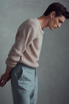 At REISS you will find the best mens fashion clothing. Mode Masculine, Man Street Style, Mode Man, Mens Fashion Sweaters, Mens Winter Sweaters, Herren Outfit, Style Casual, Men Casual, Classy Style