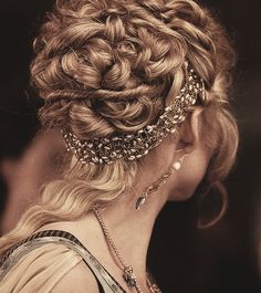 Nice hair jewelry beneath her bun/updo. Nice hair jewelry beneath her bun/updo. Up Hairstyles, Pretty Hairstyles, Wedding Hairstyles, Grecian Hairstyles, Goddess Hairstyles, Hairstyles Pictures, Hair Pictures, Renaissance Hairstyles, Victorian Hairstyles