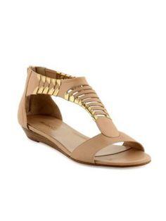 Sandales plates beiges avec détails dorés, Minelli - 100 sandales plates pour l'été - Photos Mode - Be.com