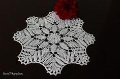 Serwetka szydełkowa średnica 25 cm, nici białe Maxi, Najpiękniejsze wzory szydełkowe 3/2011. Doily crochet, diameter 25 cm, thread Maxi 100% cotton, white.