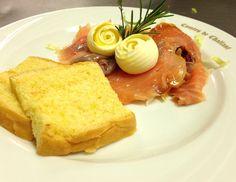 Salmone affumicato con riccioli di burro e pain brioches by www.ristorantedeiconti.it #yummy #vda