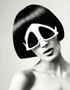 Oakley Sunglasses OFF!>> Oliver Goldsmith pyramid sunglasses from a Vidal Sassoons campaign 1960s Fashion, Moda Fashion, Vintage Fashion, Fashion Fashion, Runway Fashion, Fashion Ideas, Fashion Outfits, Fashion Trends, Moda Cyberpunk
