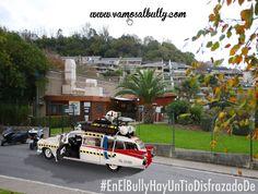Domingo de #carnaval Sigue sin ser fácil lo de aparcar en #Donostia #SanSebastian . A el #vamosalbully puedes venir a comer disfrazado de #cazafantasmas e incluso aparcar tu Cadillac con todo el equipo en la misma puerta.