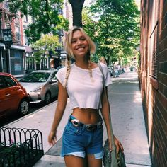 Alexis Ren is the cutest human on the face of the earth