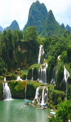 Ban Gioc Waterfall is a precious gift of nature for Cao Bang province. Travel to Vietnam and visit Ban Gioc Waterfall, you will be absolutely amazed at by Vietnam Voyage, Vietnam Travel, Vietnam Tourism, Beautiful Waterfalls, Beautiful Landscapes, Halong Bucht Vietnam, Places To Travel, Places To See, Wonderful Places