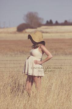 Vintage Maternity Shoot  © Lindsay Leachman Photography