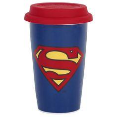 Tazza in porcellana di #Superman con tappo in silicone. h.: 13,4 cm. Diametro interno: 7,5 cm circa. Diametro esterno: 9,2 cm circa.