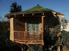 Luck O' the Irish Cottage - Treehouse Masters  Season 1 Episode 2 - if not a hobbit hole then how 'bout a round treehouse?