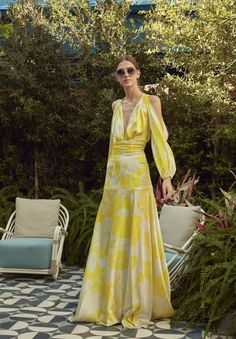 Silvia Tcherassi Where Street Style Comes to LifePre-Fall 2020 Fashion Collection---------------------------------------------------------------------------- # 2020 Fashion Trends, Fashion 2020, Fashion News, Mode Kimono, Joko, Yellow Fashion, Mode Outfits, Summer Trends, Passion For Fashion