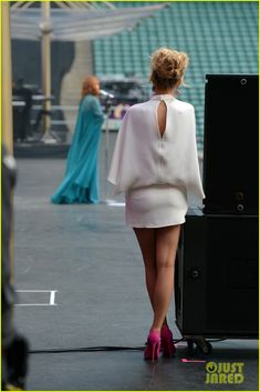 Blake Lively & Florence Welch: Chime for Change Concert!   blake lively florence welch chime for change concert 03 - Photo