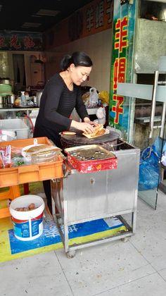 上海ジャンキー第1弾:  5.巻いて真ん中から2つに割って袋に入れたら