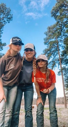 Cute Cowgirl Outfits, Western Outfits Women, Rodeo Outfits, Cute Casual Outfits, Cute Country Girl, Real Country Girls, Looks Country, Country Best Friends, Best Friends Shoot