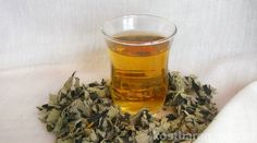 Der Brombeerstrauch erfreut uns nicht nur mit seinen schmackhaften Früchten. Auch seine jungen Blätter kannst du verwenden und einen leckeren Tee herstellen