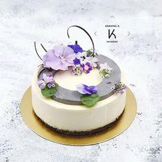 [Tofu Oreo Cheesecake] Tofu #Cheesecake with Oreo pieces, Oreo base , baked cheesecake , Oreo crumbs, tofu cheesecake mousse, garnished with black sesame mousse ring and edible flowers