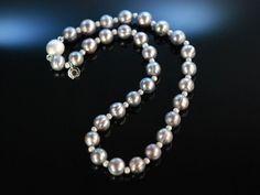 Silver Pearl Necklace! Feines Grau! Silbergraue barocke Zucht Perlen Kette mit satinierten Silber Zier Kügelchen aus Sterling Silber 925, feiner Perlen Schmuck bei Die Halsbandaffaire