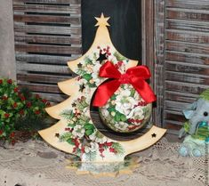 In this DIY tutorial, we will show you how to make Christmas decorations for your home. The video consists of 23 Christmas craft ideas. Christmas Makes, Christmas Wood, All Things Christmas, Christmas Time, Quilted Christmas Ornaments, Christmas Decoupage, Decoracion Navidad Diy, Christmas Interiors, Theme Noel