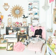 From Linda Rodin's @thecoveteur interview!! The color palette reminds me of #marieantoinette!!