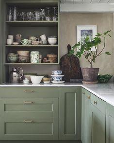 Rustic Kitchen, Kitchen Dining, Kitchen Cabinets, Dining Room, Kitchen Interior, Interior And Exterior, Interior Design, Interior Inspiration, Kitchen Inspiration