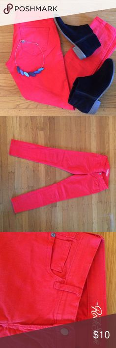 """Orange skinny jeans! You know you want to rock these jeans this fall!  Rock Star denim line from old navy in bold orange. Size 6, 28.5"""" inseam. 98% cotton, 2% Lycra spandex so it has a little stretch.  In excellent condition. Old Navy Jeans Skinny"""