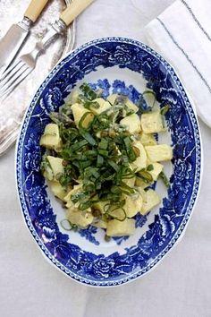 Vappu Pimiän perunasalaatissa on oliiviöljykastike.