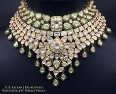 Timeless diamond polki necklace sets, glittering with their maker's pride! Indian Jewelry Earrings, Indian Jewelry Sets, Indian Wedding Jewelry, Enamel Jewelry, Indian Bridal, Gold Jewelry, Bridal Necklace, Necklace Set, Circle Necklace