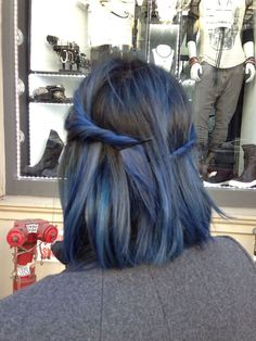 """Like I said, I'm throwing around colors b/c of indecisiveness. I LOVE the grey and metallic light blue mix with darker blues and dark brown of her hair here. It looks like they feather into each other """"naturally"""" if that makes sense. From this picture it doesn't look so ostentatious."""