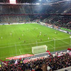 """""""Fortuna wir sind da jedes Spiel ist doch klar! Zweite Liga tut schon weh scheiß egal oh Fortuna!"""" Gegen einen solchen Gegner nebst einem unfähigem Schiedsrichter kann man mal verlieren ... #duesseldorf #bilk #urban"""