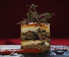 MUSACA Carne Picada, Tiramisu, Pudding, Meat, Ethnic Recipes, Desserts, Food, Moussaka Recipe, Pork