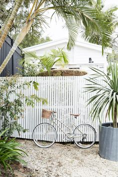 7 Ultimate Tricks: Partial Privacy Fence wooden fence over chain link.Modern Fence Gate wooden fence over chain link.Wooden Fence Over Chain Link. Backyard Fences, Garden Fencing, Fence Landscaping, Pool Fence, Fence Design, Garden Design, Byron Beach, Lattice Fence, Front Yard Fence