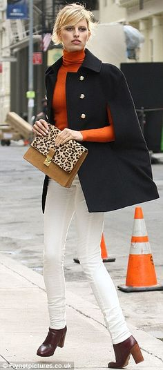 Karolina Kurkova ~ loving this look - white jeans, orange top, leopard clutch, black cape Urban Chic, Elegant Woman, Autumn Winter Fashion, Spring Fashion, Winter Outfits, Casual Outfits, Work Outfits, Casual Chic, Style Me