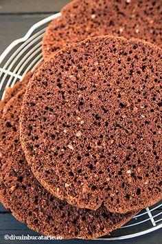 TORT FERRERO ROCHER | Diva in bucatarie Fererro Rocher, Tiramisu, Diva, Cookies, Ethnic Recipes, Desserts, Food, Crack Crackers, Tailgate Desserts