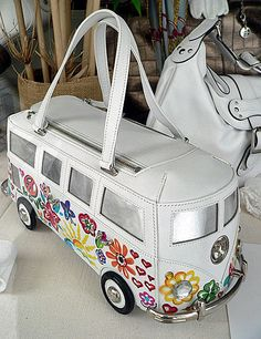 We had a Beetle and a bus when I was a kid. Although our bus was brown, and didn't have flowers like this purse. Transporteur Volkswagen, Vw T1, Volkswagen Transporter, Kelly Bag, Combi Wv, Kombi Motorhome, Kombi Camper, Vw Vintage, Leather Bag