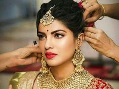 Check out some amazing Bridal makeup looks. From Bold to shimmery. Bridal makeup Bridal makeup game Bridal makeup kit Bridal makeup Indian Bridal makeup of India Bridal makeup video Bridal makeup Bengali Indian Wedding Makeup, Wedding Guest Makeup, Indian Wedding Hairstyles, Bridal Makeup Looks, Indian Wedding Jewelry, Bride Makeup, Bridal Looks, Bridal Style, Indian Makeup