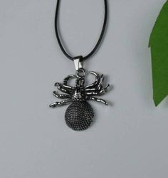 MENS-BOYS-STAINLESS-STEEL-SPIDER-PENDANT-CHAIN-NECKLACE-FREE-POST-IN-OZ