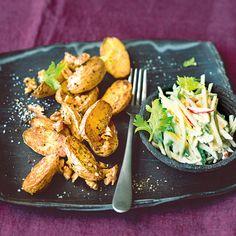 Die kross gebackenen Kartoffeln werden am Ende noch mit Walnüssen bestreut, für noch mehr Biss und noch mehr Aroma. Und hübsch aussehen tut es zudem a...