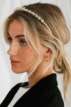 Top off your look with the Petite Moments Blair Gold Beaded Headband for a final touch of luxe! This trendy headband is shaped by shiny gold beads in ascending sizes, perfect for completing up-dos or accenting pretty loose waves. Layered Bob Hairstyles, Easy Hairstyles For Long Hair, Headband Hairstyles, Pretty Hairstyles, Straight Hairstyles, Short Straight Hair, Girl Short Hair, Pearl Headband, Updo With Headband