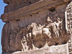 Detalle arco de Tito    Roma e Victoria guiando aos romanos.