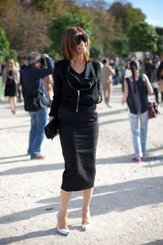 STREET STYLE SPRING 2013: PARIS FASHION WEEK - Carine Roitfeld dons her signature pencil skirt and new bold sunnies.