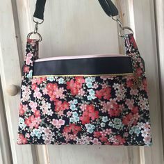 Les bobines de Celestine sur Instagram: • KYOTO • Coucou. Un petit sac printanier avec le beau ☀️. Un Chacha de chez @patrons_sacotin réalisé dans du coton et simili. . . #sacamain…