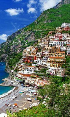 【ポジターノ・アマルフィ海岸】ヴィエトリ・スル・マーレからアマルフィを抜け、ポジターノへ到るまでのイタリアの宝石と呼ばれる世界中の観光客が訪れるリゾート地。世界一美しい海岸と言われ、1997年にユネスコの世界遺産に登録された。  Positano, Amalfi Coast, Campania, Italy