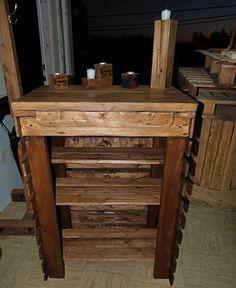 Rustic hutch made from repurposed wooden pallet.   Petite Bahut rustique fabriqué en bois de palette.   #Hutch, #Kitchen