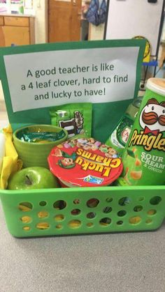Awesome gift idea for teachers! Green Saint Patrick's Day themed DIY gift basket idea. Awesome gift idea for teachers! Green Saint Patrick's Day themed DIY gift basket idea. Simple Gifts, Easy Gifts, Creative Gifts, Homemade Gifts, Homemade Teacher Gifts, Teacher Gift Diy, Mentor Teacher Gifts, Kindergarten Teacher Gifts, Teacher Party
